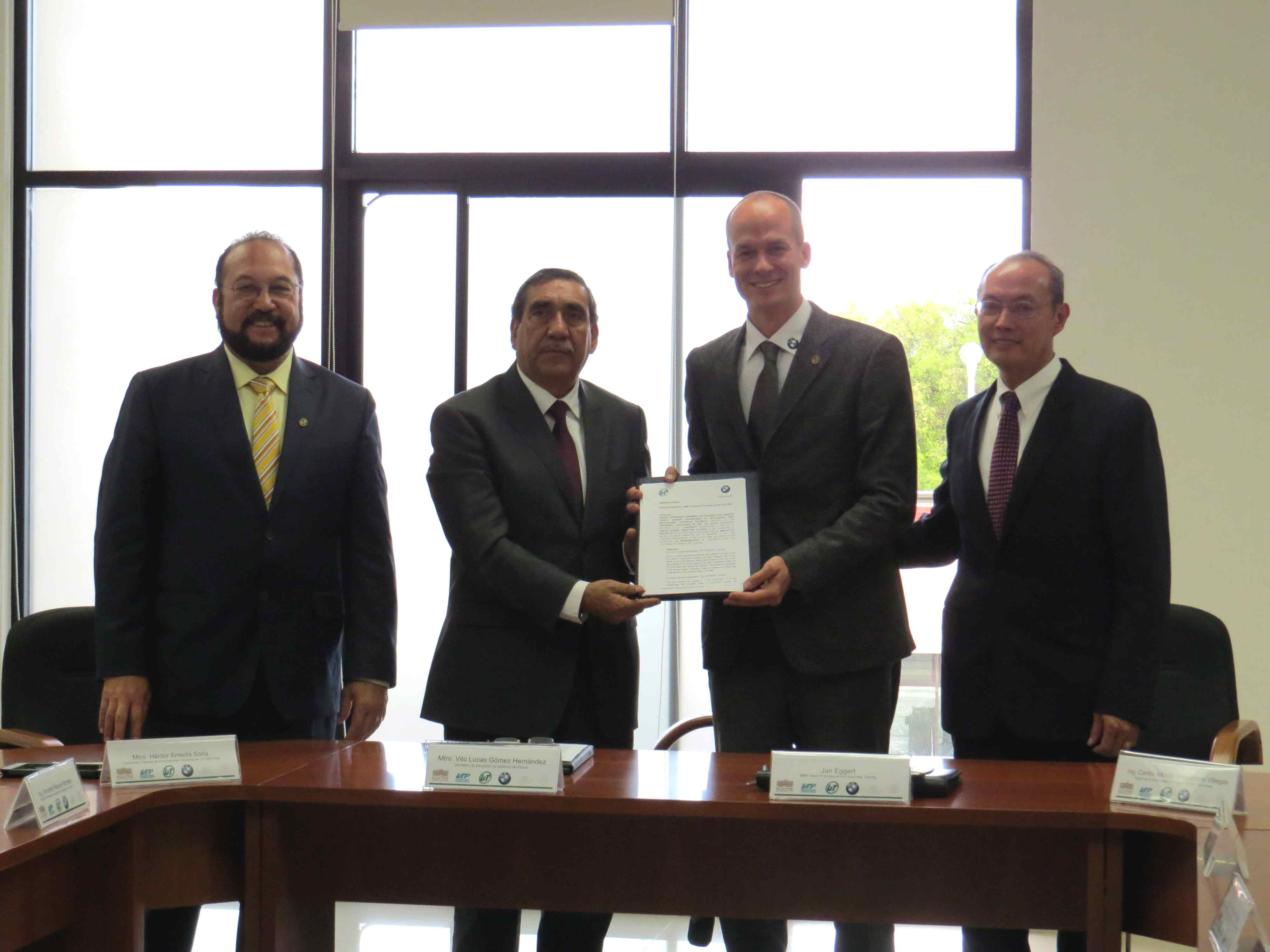 Firman Convenio de Colaboración BMW Group y UTSLP